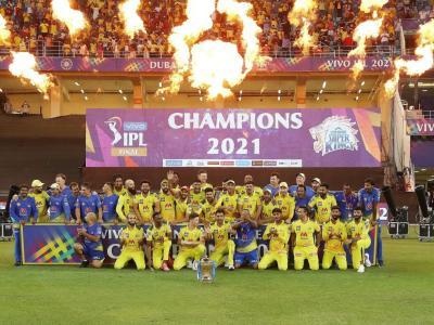 IPL 2021: कोई मैच नहीं खेला, फिर भी बन गए चैंपियन,चेतेश्वर पुजारा के पास आईपीएल ट्रॉफी,ट्विटर परविराट कोहली को किया ट्रोल - Hindi News | IPL 2021Cheteshwar Pujara HasIPL Trophy But Virat Kohli Doesn't Twitter Brutally Roasts RCB Skipper After CSK Win Their 4th IPL Title | Latest cricket News at Lokmatnews.in