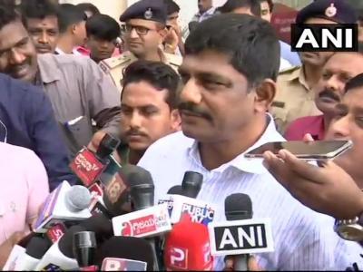 कर्नाटक: रिजॉर्ट में बंद कांग्रेस विधायकों के बीच 'मारपीट', पार्टी का इनकार, बीजेपी ने कसा तंज