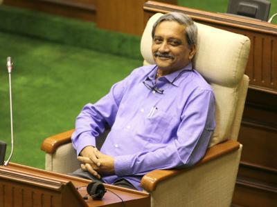 गोवा: कांग्रेस का बड़ा आरोप, अस्पताल से 'लोगों को धमका' रहे हैं सीएम मनोहर पर्रिकर