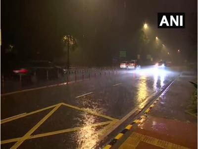 दिल्ली-NCR में झमझमा बारिश और तेज हवाओं से पारा गिरा, कई उड़ानें हुईं प्रभावित, जानें कल कैसा रहेगा मौसम