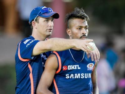 T20 World Cup:पूर्व तेज गेंदबाज शेन बांडस्पिनरों को सिखा रहे गुर, मुंबई इंडियन्स के बादन्यूजीलैंड क्रिकेट टीम से जुड़े - Hindi News | T20 World CupFormer fast bowler Shane Bondtricks spinners New Zealand cricket team Mumbai Indians ipl 2021 | Latest cricket News at Lokmatnews.in