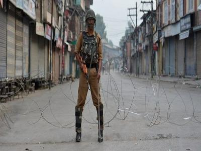 जम्मू-कश्मीर में धारा 370 हटने का एक साल: श्रीनगर में लगाया गया कर्फ्यू, 4-5 अगस्त को भी जारी रहेगा