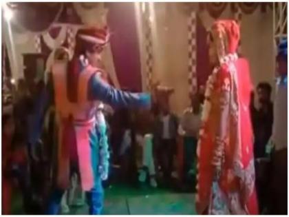 bride and groom dance on tujhko hi dulhan banaunga people laugh after watching this funny video | दुल्हन को देखते ही दूल्हे ने किया जबरदस्त डांस, लोगों ने कहा- वाह क्या शानदार डांस किया, वीडियो वायरल