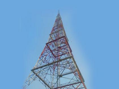 Man Climbs TV Tower In Delhi, Refuses To Come Down For An Hour   दिल्ली में शख्स चढ़ा टावर पर, नीचे आने से किया इंकार, जाने क्या है पूरा मामला