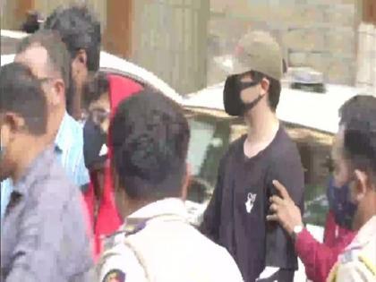 Cruise ship drug raid case aryan Khan 5 others shifted to arthur road jail common cell | क्रूज ड्रग्स मामलाः आर्यन खान समेत 5 अन्य को आर्थर रोड जेल के कॉमन सेल में किया गया शिफ्ट, जानिए वजह