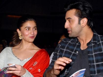 Alia Bhatt celebrates Papa Mahesh Bhatt's birthday with Ranbir Kapoor see pictures   आलिया भट्ट ने ब्वॉयफ्रेंड रणबीर कपूर के साथ मनाया पापा महेश भट्ट का बर्थडे, देखें तरस्वीरें