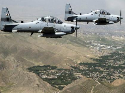 Afghanistan US air strikes in many places on Taliban vehicle and artillery destroyed | अमेरिका ने अफगानिस्तान में की हवाई बमबारी, नष्ट किए तालिबान के वाहन और ठिकाने