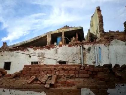 21 prisoners injuried as barrack wall collapses in bhind district jail in madhya pradsesh | मध्यप्रदेश : लगातार बारिश होने से भिंड जेल की छत गिरी, 21 कैदी हुए घायल, अस्पताल में कराया गया भर्ती