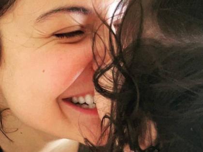 Anushka Sharma virat kohli celebrates Durga Ashtami Vamika'Making me braver and more courageous every day'   Navratri Maha Ashtami 2021:अनुष्का शर्मा ने शेयर की बेटी वामिकाकी फोटो, इंस्टाग्राम पर लिखा खास मैसेज