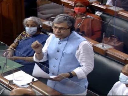 Pegasus spywareRajya SabhaTMC MP Santanu Sen snatches statement from IT Minister Ashwini Vaishnaw towards Deputy Speaker | पेगासस स्पाईवेयर: टीएमसी सांसद शांतनु सेन ने आईटी मंत्रीअश्विनी वैष्णव के हाथ से पेपर छीना, फाड़करउपसभापति की ओर फेंका