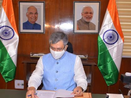 pmNarendra Modirecent Cabinet reshuffle new railway ministerAshwini Vaishnaw gujrajbhavnagar | अश्विनी वैष्णवः गुजरात से पुराना नाता,वाजपेयी के निजी सचिव, पीएम मोदी से खास रिश्ता,जानिए नए रेल मंत्री के बारे में