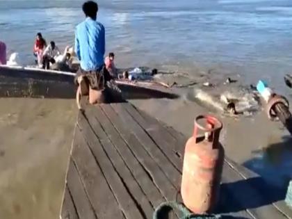 horrific videos of assam boats tragedy in brahmaputra | असम में नाव डूबने का वीडियो आया सामने, ब्रह्मपुत्र नदी में तैरते-भागते नजर आए लोग