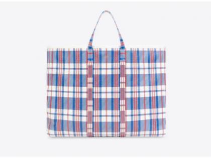 Luxury brand Balenciaga is selling Vegetable bag in very expensive price | लग्जरी ब्रांड बेच रहा है 'साग-सब्जी' लाने वाला थैला, कीमत जान कर आपके पैरो तले खिसक जायेगी जमीन