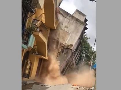 Bengaluru Building Collapse Viral Video seventy-year oldThree storey no casualities reported see | बेंगलुरुः देखते ही देखते ढह गई 70 साल पुरानी तीन मंजिला इमारत, किसी के हताहत होने की खबर नहीं, देखें वीडियो