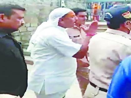 FIR lodged against uttar Pradesh BJP MP dharmendra kashyap after video of alleged abuse in temple went viral   मंदिर में कथित गाली-गलौच का वीडियो वायरल होने के बाद भाजपा सांसद के खिलाफ FIR, पुजारियों के साथ अभद्र भाषा का प्रयोग करते आए थे नजर