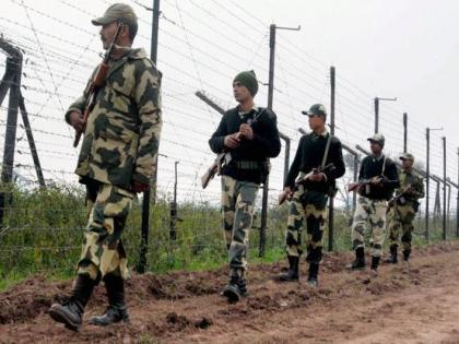 Jammu International Border27 kg heroin recovered worth Rs 135 croreBSF actionsmugglers piled up | जम्मू-कश्मीर अंतरराष्ट्रीय सीमाः27किलोग्राम हेरोइन बरामद,कीमत 135 करोड़,बीएसएफ ने की कार्रवाई,तस्कर ढेर