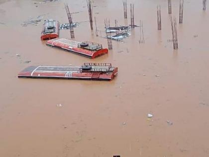 Maharashtra floodsSalute Heavy rain in Chiplunroof bus submerged nine hours carrying 9 lakh rupees | साहस को सलामः चिपलुन में भारी बारिश,9 लाख रुपये लेकर नौ घंटे डूबी बस के छत के ऊपर बैठे, जानें क्या है मामला