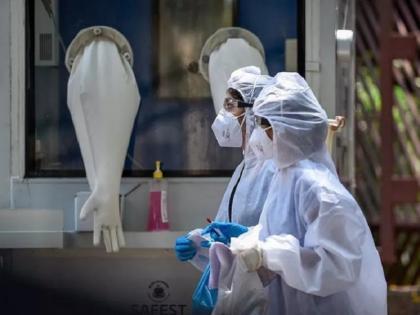Mumbai doctor tests Coronavirus positive third time as twice after getting both vaccine dose   मुंबई की ये डॉक्टर तीसरी बार हुई कोविड पॉजिटिव, दो बार वैक्सीन के दोनों डोज लेने के बाद संक्रमित