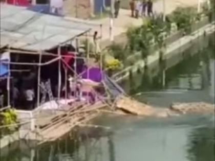 durga idol vandalised thrown in pond as angry mob vandalises puja pandals in bangladesh scandalous says hindu council   बांग्लादेश में हिंसा, माता दुर्गा की मूर्ति तोड़ तालाब में फेंकी गई, हिंदू काउंसिल का दावा