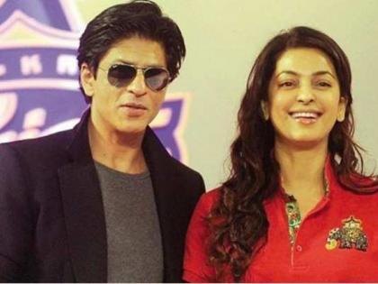 When shah rukh Khan reached juhi chawla party after the food was over the actress narrated the story | जब खाना खत्म होने के बाद जूही चावला के पार्टी में पहुंचे शाहरुख खान, अभिनेत्री ने सुनाया किस्सा
