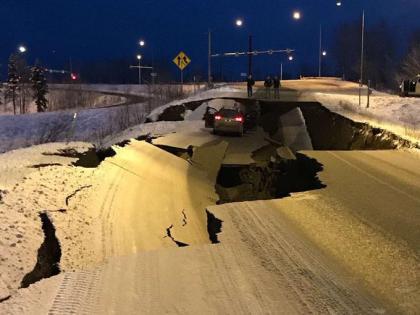 Alaska earthquake go viral 8-2 magnitude Horrifying videospics concerned netizens send prayers for Perryville   अलास्का भूकंपका दिल दहला देने वाला वीडियो आया सामने, रिक्टर पैमाने पर 8.2 तीव्रता वाला था ये जलजला