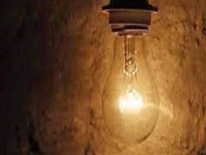 Bihar Purnia electrician cut off village electricity to meet girlfriend, people caught red handed   अजब! प्रेमिका से मिलने के लिए गांव की बिजली काट देता था मिस्त्री, लोगों ने रंगे हाथ पकड़ा