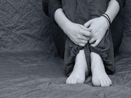 uttar pradesh man rapes daughter forces sexual relation 28 arrested | यूपी में पिता ने बेटी के साथ जबरन किया बलात्कार, अन्य लोगों के साथ संबंध बनाने पर किया मजबूर, 28 गिरफ्तार