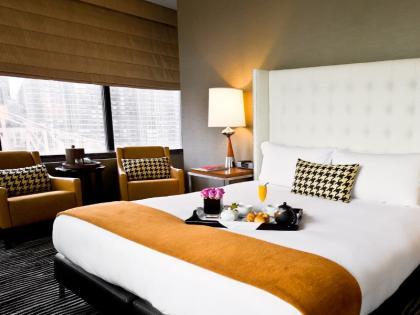 maharashtra Navi Mumbai: Man runs up Rs 25 lakh hotel bill, slips out of bathroom   मुंबई के थ्री स्टार होटल में 8 महीने तक रहा शख्स, 25 लाख रुपये बना बिल तो अपने कमरे के बाथरूम से हुआ फरार!