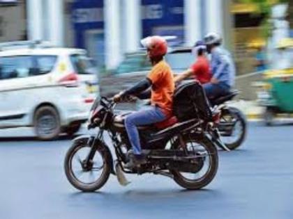 netizens raise funds to buy bike for zomato delivery guy in hyderabad who rode a bicycle | लोगों ने पेश की मिसाल, बदल गई इस डिलीवरी ब्वॉय की जिंदगी, अब बाइक से घर-घर पहुंचाएगा ऑर्डर
