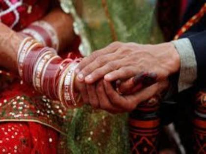 rampur man second marriage with girlfriend three three lives with both wives | हाईवोल्टेज ड्रामा के बाद पति का बंटवारा, तीन दिन पहली और तीन दिन दूसरी पत्नी के साथ रहेगा पति, और फिर संडे को...