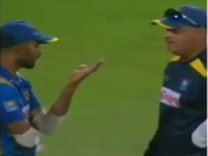 head coach mickey arthur and captain dasun shanaka heated argument india vs sri lanka   दूसरे मैच में शिकस्त के बाद मैदान पर ही भिड़े श्रीलंकाई कोच और कप्तान, वायरल हुए वीडियो में नजर आई तनातनी