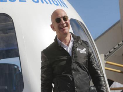 Jeff Bezos former CEO of Amazon thanks employee and customer for his space travel | जेफ बेजोस ने अंतरिक्ष से लौटकर अमेजन के कर्मचारियों के लिए क्या कहा और लग रहे हैं कैसे आरोप, जानिए