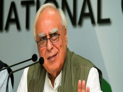 There is a need for massive reforms in the party to show that Congress is not dead: Kapil Sibal   कपिल सिब्बल ने फिर उठाए कांग्रेस पर सवाल, कहा- देश में मजबूत विपक्ष और कांग्रेस में 'संतुलन' की जरूरत