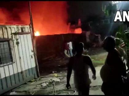 mumbai kurla massibve fire break out more than 20 motercycles gutted | मुंबई के कुर्ला में तड़के लगी भीषण आग, 20 से अधिक मोटरसाइकिलें जलकर खाक
