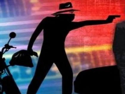Muzaffarpurfearless robbed seven lakhs bank daylightassaulted bank workersescaped waving arms | मुजफ्फरपुर में बेफौफ बदमाशों नेदिनदहाडे़ बैंक से लूटे सात लाख,बैंककर्मियों के साथ मारपीट,हथियार लहराते हुए फरार