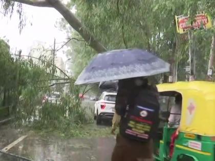 uttar pradesh heavy rain dead 13 schools and colleges remain closed next two days   उत्तर प्रदेश में भारी बारिश,13 लोगों की मौत, 17-18 कोस्कूल और कॉलेज बंद, लखमऊ,प्रतापगढ़ और अयोध्या बेहाल