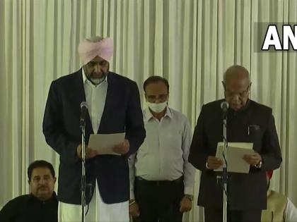 Punjab Cabinet expansionCongress MLAs Brahm Mohindra and Manpreet Singh Badal take oath Cabinet ministersChandigarh | Punjab Cabinet expansion:चरणजीत सिंह चन्नी की नई टीम, मनप्रीत बादल, परगट सिंह सहित 15 विधायक बने मंत्री, यहां देखें लिस्ट