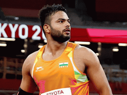 Tokyo 2020 ParalympicsMen's Javelin Throw Sumit Antil wins gold (Sport Class F64) with World Record throw of 68-55m Neeraj Chopra | Tokyo 2020 Paralympics:सुमित अंतिल ने भालाफेंक में जीता स्वर्ण,विश्व रिकार्ड के साथ अव्वल, नीरज चोपड़ा क्लब में शामिल