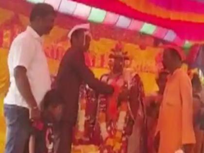karnataka muslim man who take care a orphaned hindu girl marries her off to hindu boy as per vedic tradition | अनोखी मिसाल! मुस्लिम शख्स ने 10 साल तक अनाथ बच्ची को पाला, फिर हिंदू युवक से कराई शादी