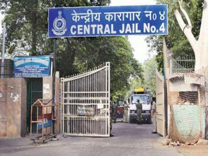 28 Tihar officials suspended for collusion with ex-promoters of jailed Unitech investigation started | जेल में बंद 'यूनिटेक' के पूर्व प्रमोटरों के साथ मिलीभगत के आरोप में तिहाड़ के 28 अधिकारी निलंबित, शुरू हुई जांच