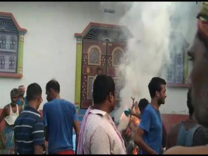 bihar muzaffarpur teen private part funeral complete in front of accused home police arrested the accused   बिहार : प्रेम-प्रसंग के मामले में किशोर की पी-पीटकर की गई हत्या, परिवार ने आरोपी के घर के सामने किया अंतिम संस्कार, गिरफ्तार