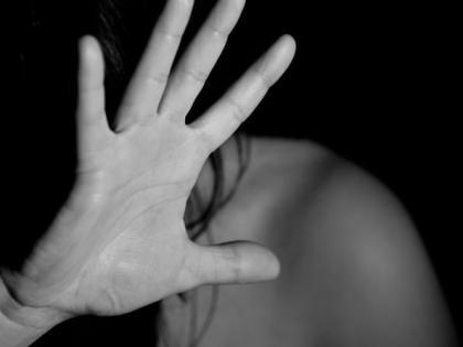 Bihar: In Supaul, the doctor used to sexually abuse a female patient in the name of treatment, villagers beat him fiercely   बिहार: सुपौल में डॉक्टर महिला मरीज का इलाज के नाम पर करता था यौन शोषण, ग्रामीणों ने की जमकर पिटाई