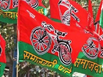 Nine policemen suspended, 25 thousand rupees reward announced on absconding SP leader   उत्तर प्रदेश: सपा के फरार नेता पर 25 हजार का इनाम घोषित, 9 पुलिसकर्मी सस्पेंड, जानें पूरा मामला