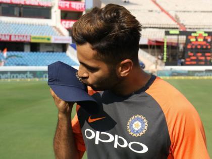 T20 World CupShardul Thakur replaces Axar Patel in Team India's World Cup squad | T20 World Cup: भारतीय टीम में बड़ा बदलाव,वर्ल्ड कप टीम में अक्षर पटेल की जगह शारदुल ठाकुर शामिल