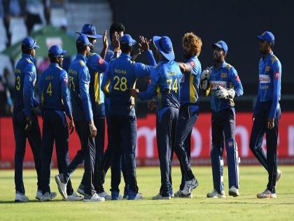Sri Lanka beat India by four wicketslevel series 1-1 | श्रीलंका ने भारत को चार विकेट से हराया, सीरीज 1-1 से बराबर