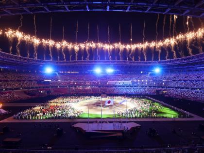 Tokyo Olympics 2020 Closing Ceremony Bajrang Punia walks out with India's flag 2024meet in Parissee medal table | टोक्यो ओलंपिकःस्टेडियम में जमकर आतिशबाजी, पेरिस में मिलेंगे,बजरंग पुनिया ने किया भारतीय दल कीअगुवाई, देखें पदक तालिका