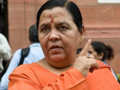 madhya pradesh exCMUma Bharti Bureaucracy is nothing it is meant for lifting our slippers see video   नौकरशाहीकुछ नहीं होती,वह हमारी चप्पल उठाती है,भाजपा नेताउमा भारती का विवादित वीडियोवायरल, देखें