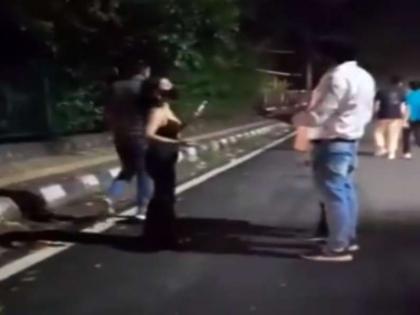 northeast women molested in hauz khas video goes viral angry netizens demanded action against the peoples | नार्थ ईस्ट की लड़कियों के साथ दिल्ली में फिर हुई छेड़खानी, लोगों ने कहा कि ऐसे लोगों को सख्त सजा मिलनी चाहिए,वीडियो वायरल