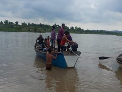 major accident in maharashtra's amravati 11 people of same family drowned 3 killed 8 missing after boat capsizes in wardha river | महाराष्ट्र के अमरावती में बड़ा हादसा: नाव पलटने से एक ही परिवार के 11 लोग डूबे, 3 की मौत, 8 लापता