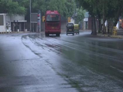Delhi NCR RainIGI AirportFlooded Record RainOrange Alert18-year record brokenwatch video | Delhi NCR Rain: दिल्ली-एनसीआर में भारी बारिश,आईजीआई एयरपोर्ट पर पानी, टूटा 18 साल का रिकॉर्ड, देखें वीडियो